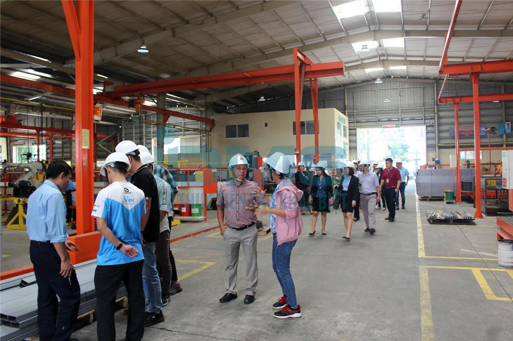 Tham quan nhà máy đã triển khai dự án 5S KAIZEN